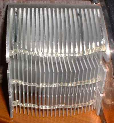 The heatsink fins damped with a bead of hot-melt glue.